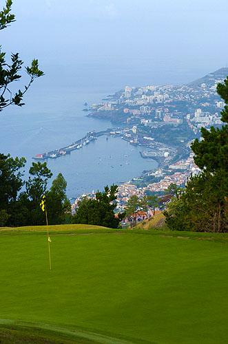 Blik op Funchal vanfaf Palheiro Golf.