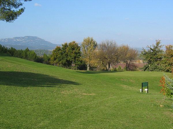 In het Franse Coulondres kun je heerlijk rustig golfen.