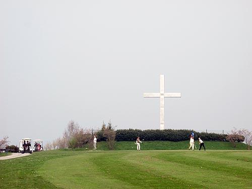 Zoals het kruis al doet vermoeden zijn er grote hoogteverschillen op deze baan!