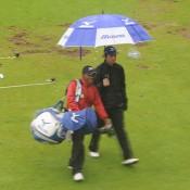 De regen komt in Hilversum als een douche naar beneden.