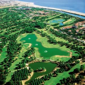 Op de golfbanen van Gloria kun je heerlijk golfspelen.